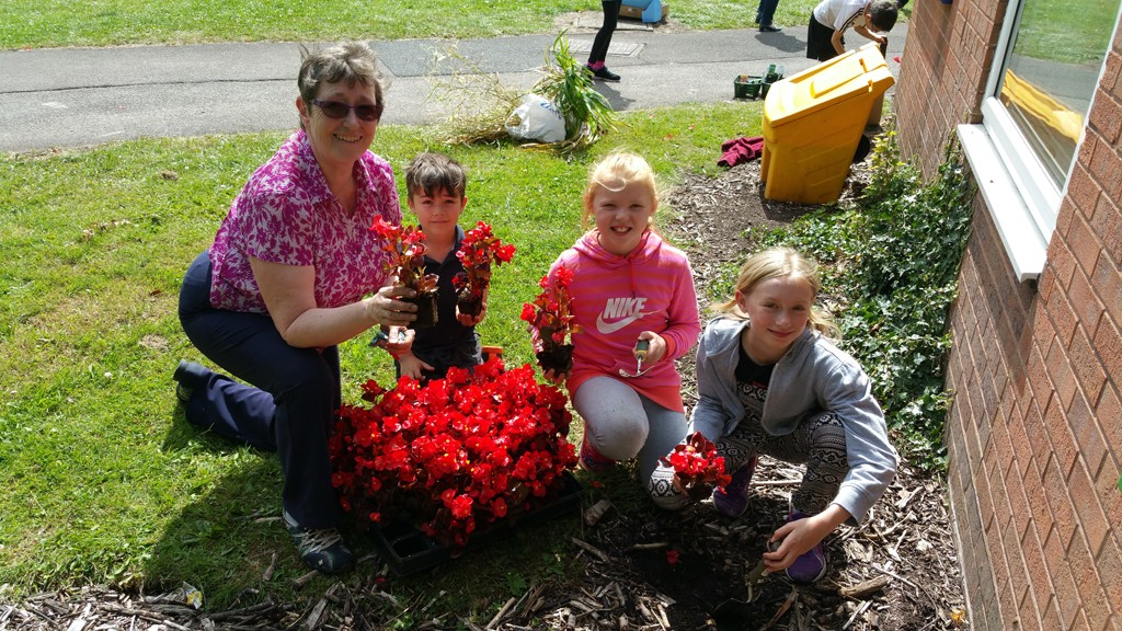 Heath Big Local give £2019 to Uttoxeter InsideOuters Youth Group